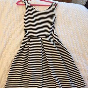 Dresses & Skirts - Black and white crisscross back dress